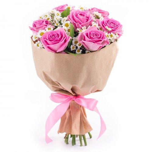 Букет из 7 розовых роз и хризантемы в крафт-упаковке 38 BYN